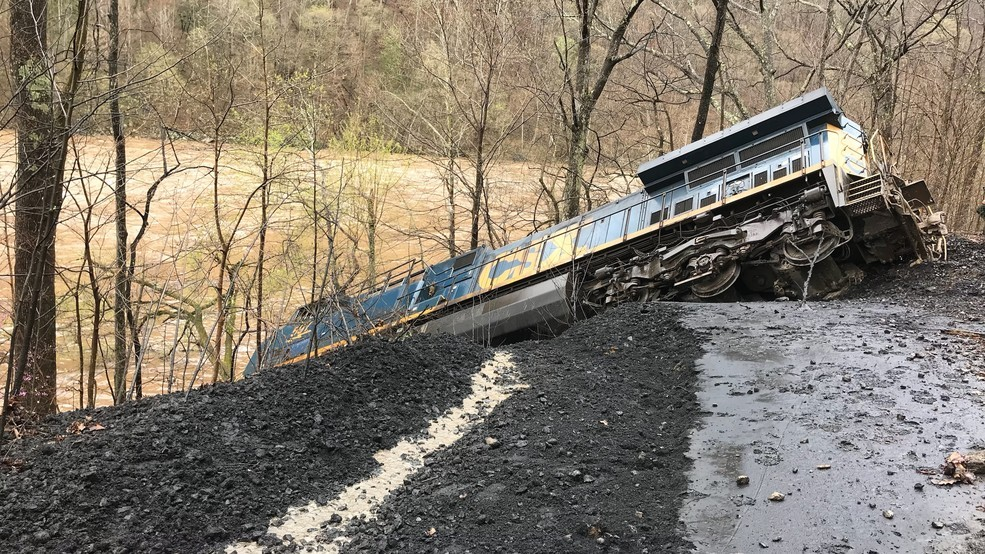 Train with 10 cars derails in remote area south of Thurmond